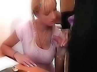 Блондинка студентка сосет в парке русское порно8